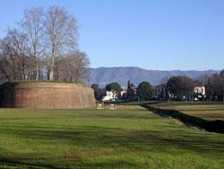 Lucca: een eeuwenoude stad in Toscane
