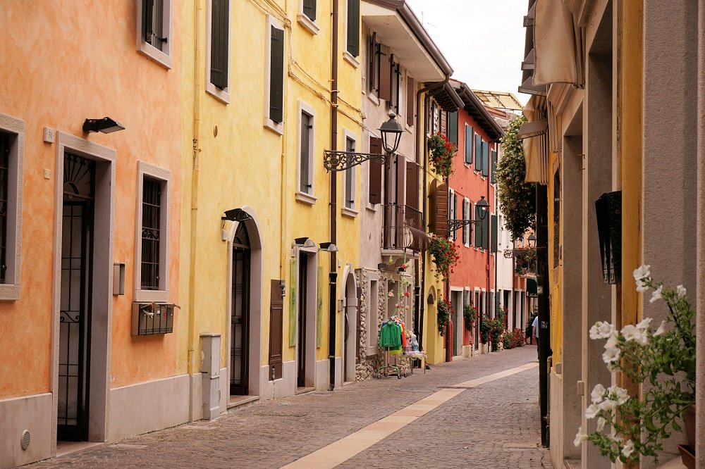 Pastelkleurige huisjes Bardolino