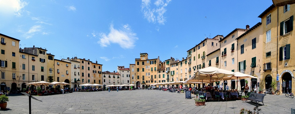 het Piazza dell'Anfiteatro Lucca